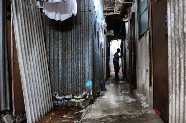 """LIFE IN COFFINS FOR HONG KONG POOR"" - Pic 32"